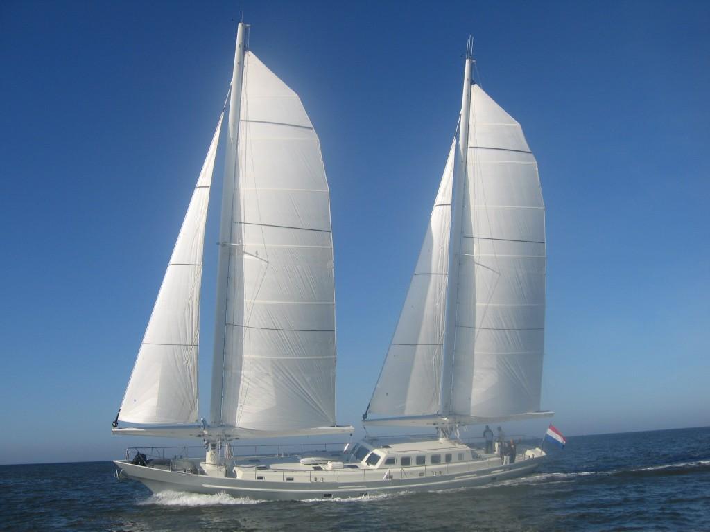 ecolution-yacht