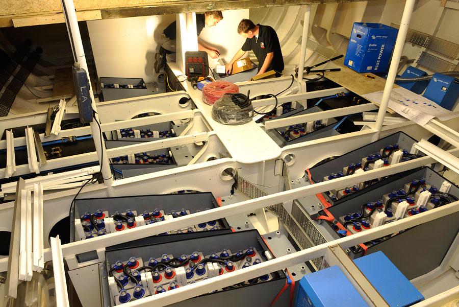 аккумуляторный отсек  яхта ecolution