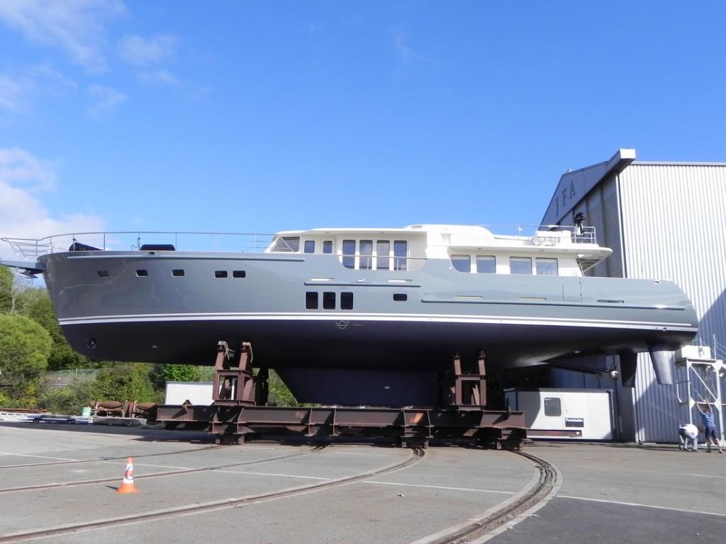 Экспедиционная яхта Гортензия - вывоз с верфи