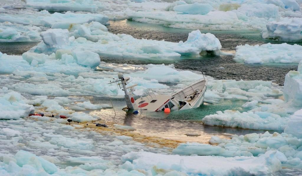 Экспедиционная яхта Mar Sem Fim тонет в Антарктике