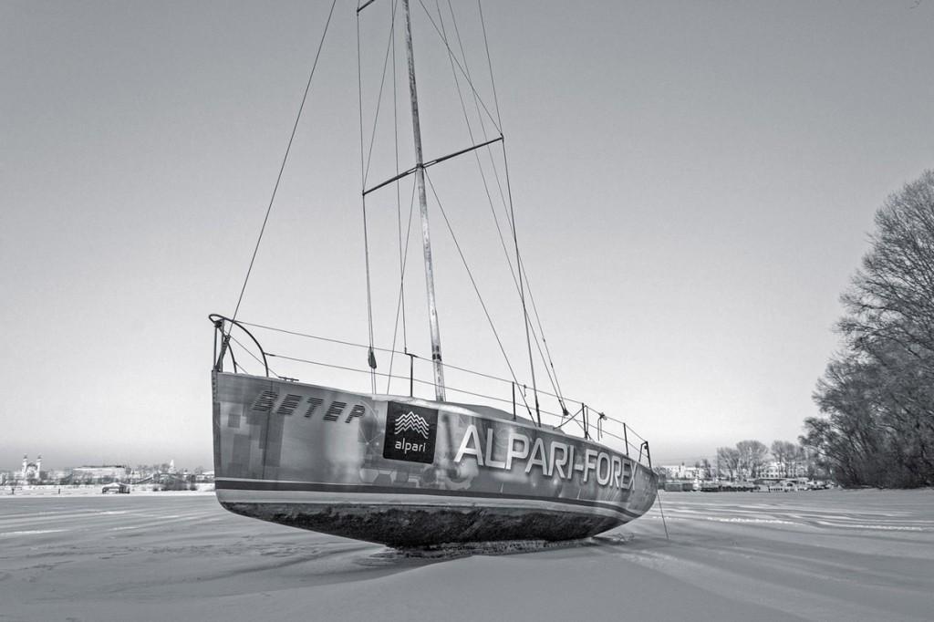 яхта выдавленная льдом