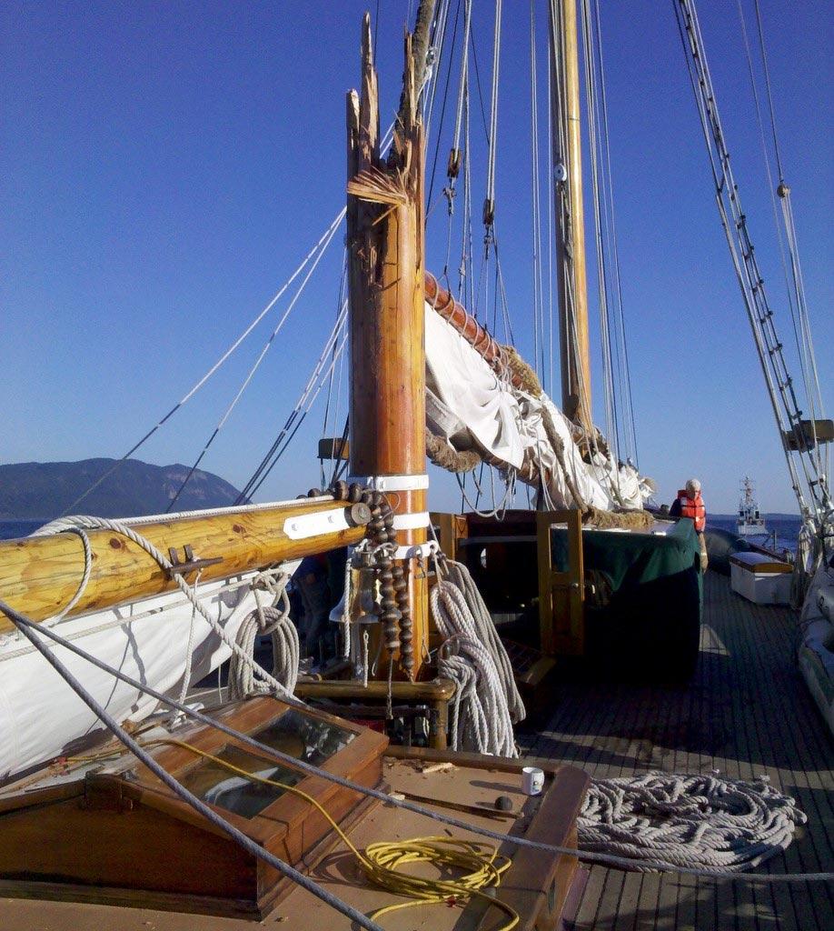 broken-mast-05