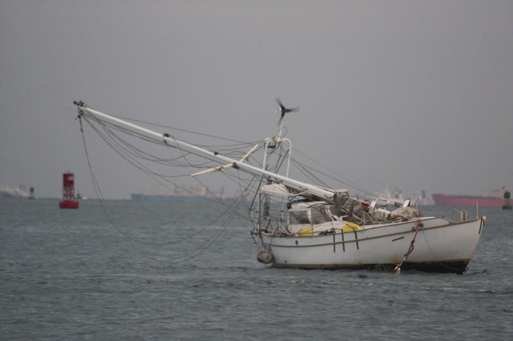 broken-mast-09