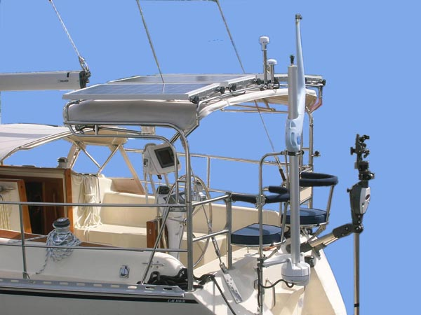 new_caliber_sailboats_smart_stern_rail