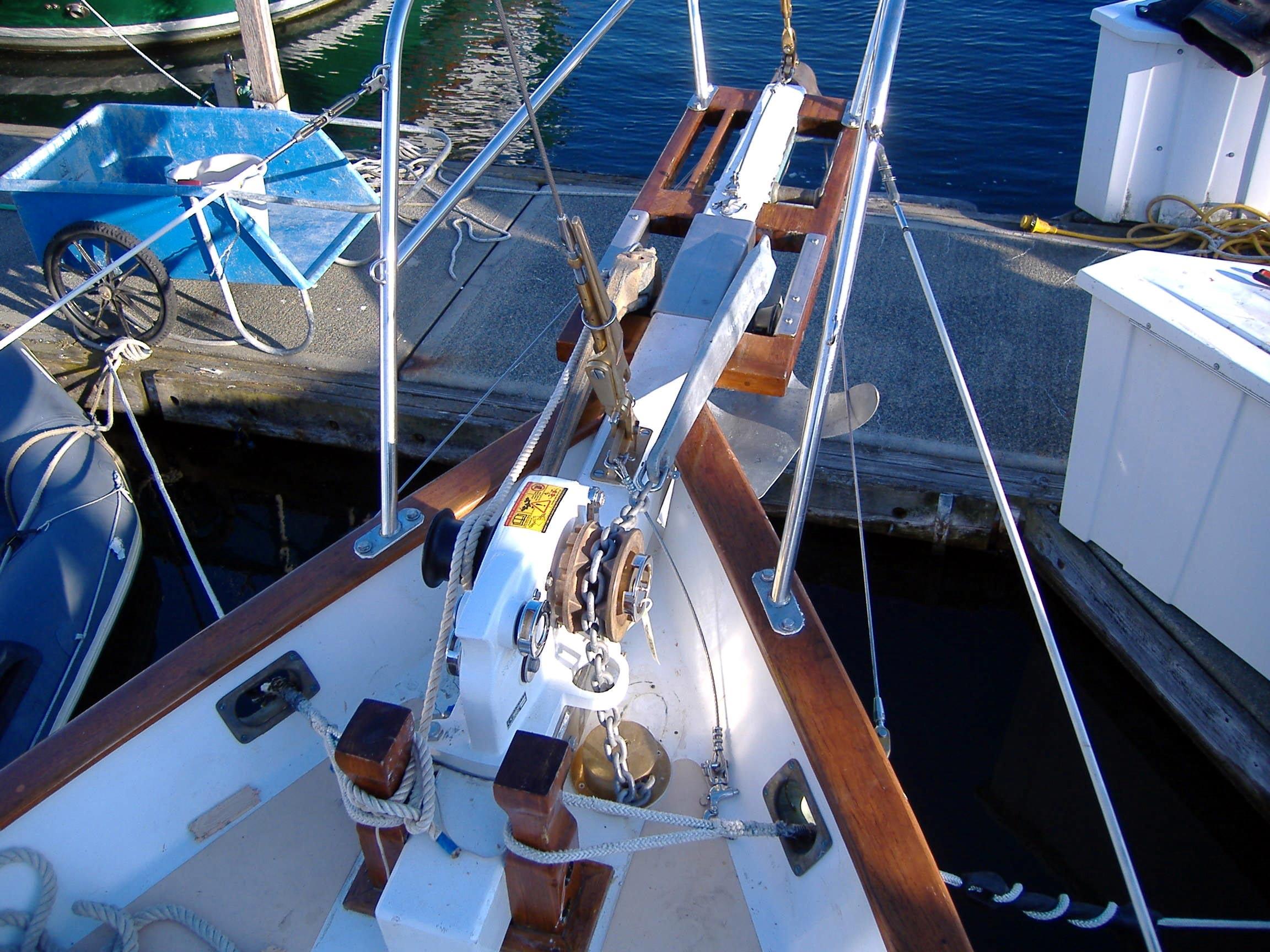 крепление двумя якорями лодки