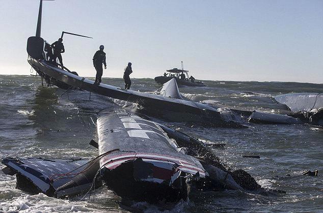 разрушенная гоночная яхта