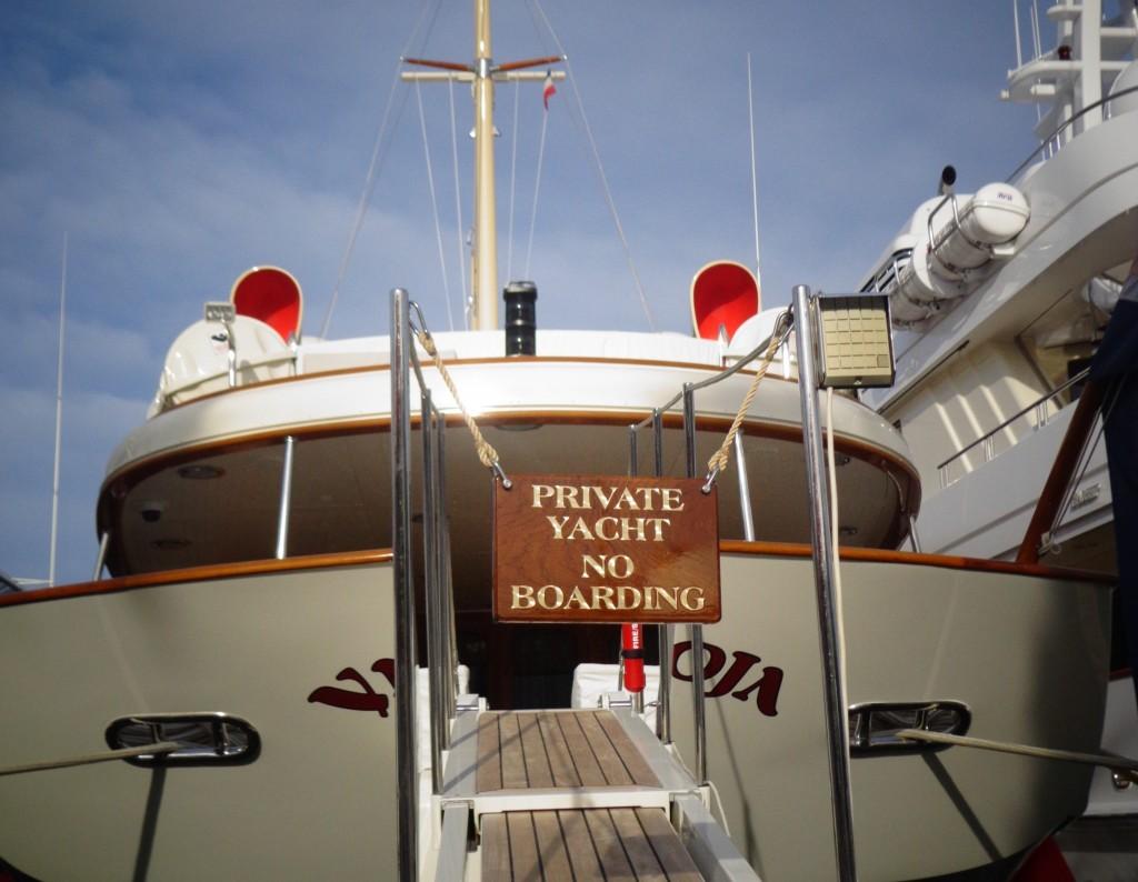 Johnny_Depp_Yacht_Golfe_juan-e1345542310930