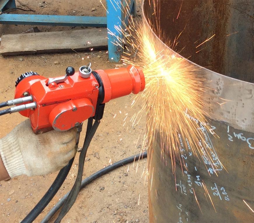 металлизатор эм-14м в процессе работы напыления