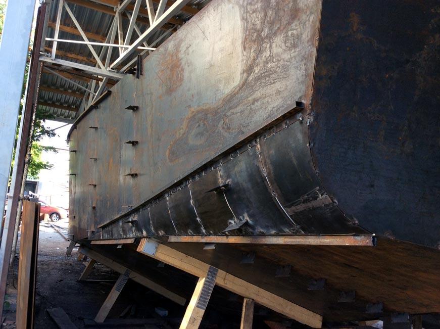 Радиусная скула на стальной яхте