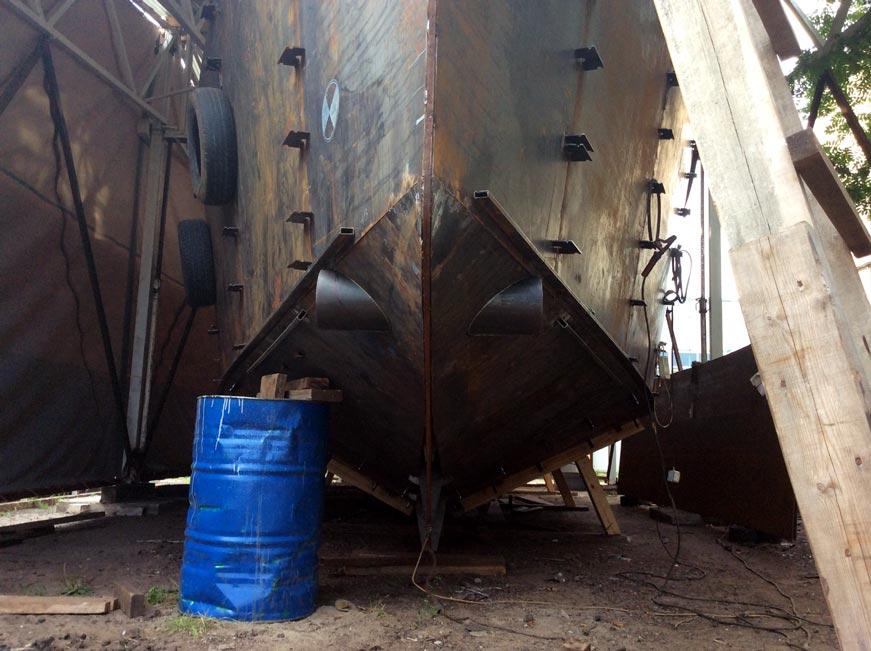 тоннель носовой подрульки на стальной яхте