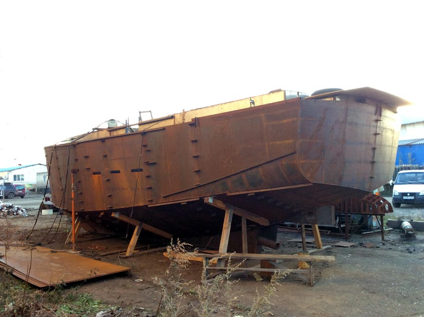 корпус стальной яхты