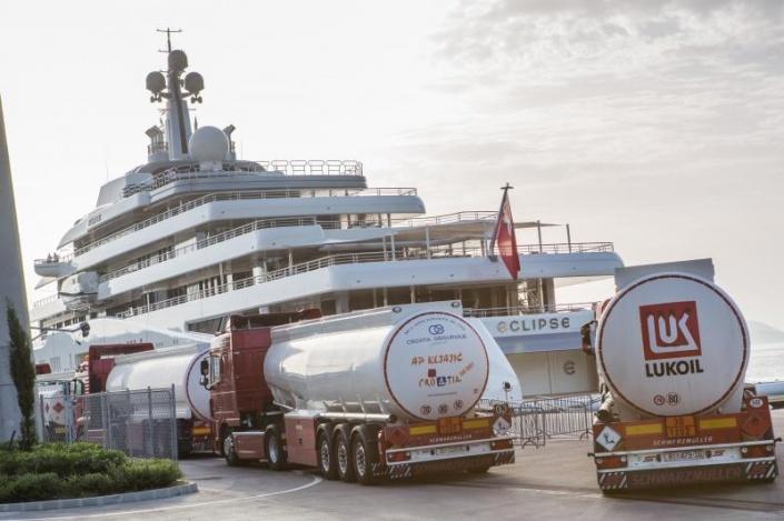 Заправка топливом яхты Эклипс