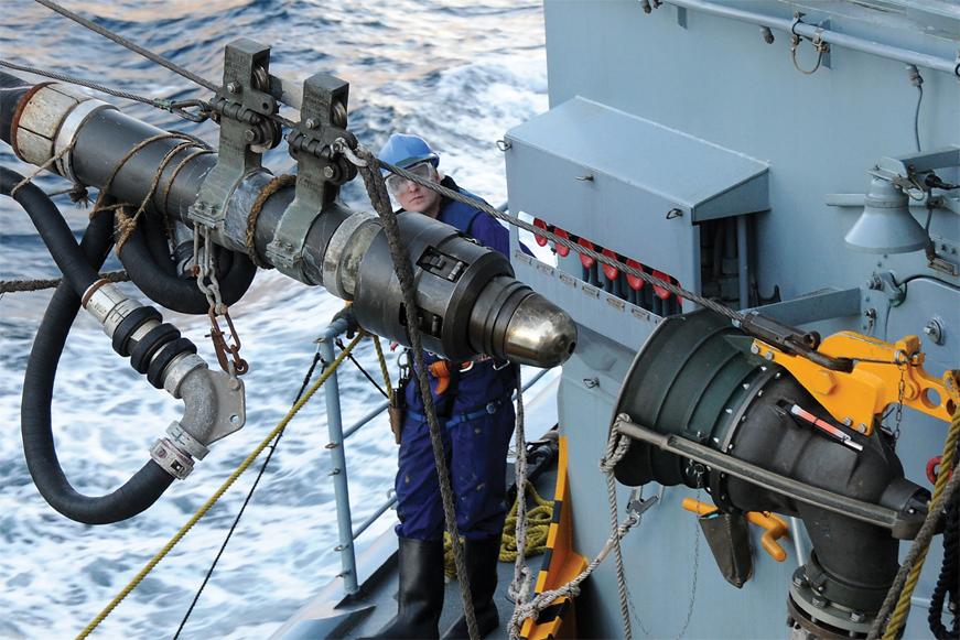 Заправка топливом американского военного корабля