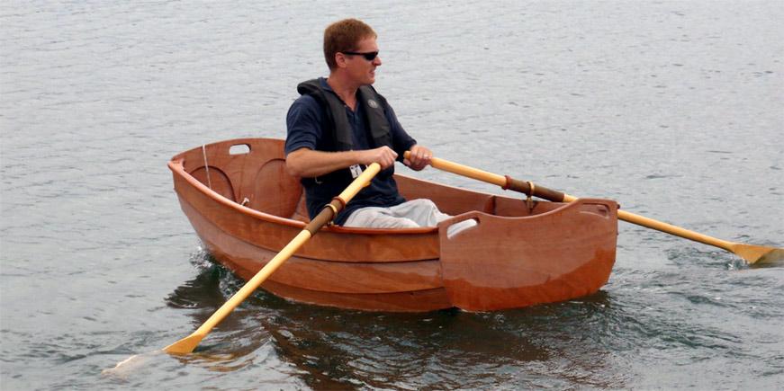 на простых рыбацких лодках они ходили
