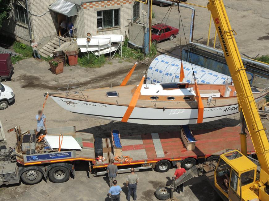 погрузка яхты Арфа на трейлер