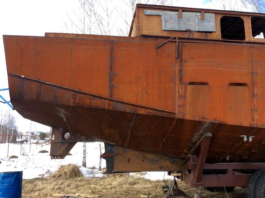 кормовая часть стальной яхты